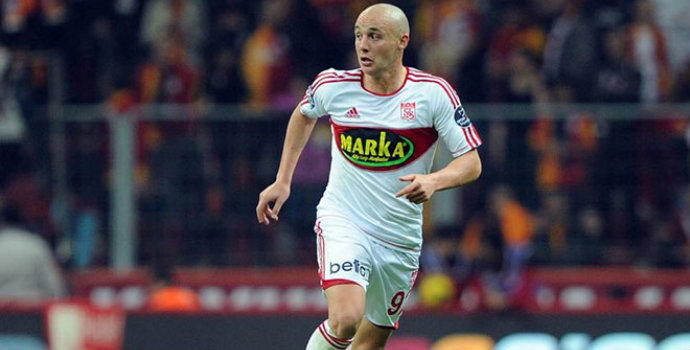 Trabzonspor Aatif için ısrarlı
