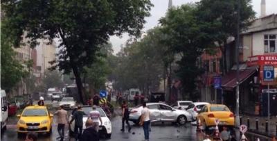Beyazıt'ta çevik kuvvet aracına bombalı saldırı