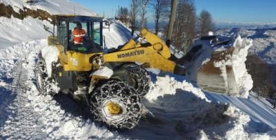Doğu Karadeniz'de kar yolları kapattı