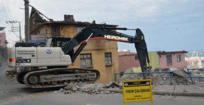 Esentepe'de 42 binanın yıkımına başlandı