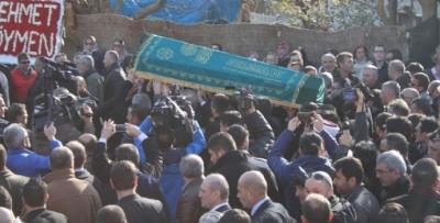 Oflu İsmail'in cenazesine ünlüler akın etti
