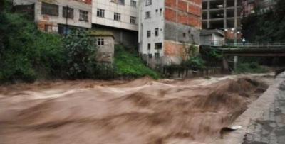 Şiddetli yağış sel ve heyelana sebep oldu
