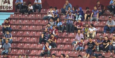 Trabzon'da tribünler boş kaldı