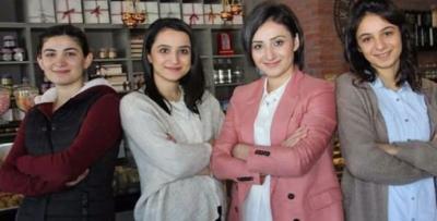 Trabzonlu 4 kız kardeş para basıyor